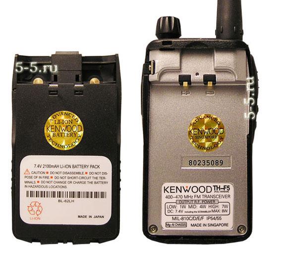 Вид сзади рации Kenwood TH - F5 и аккумулятора